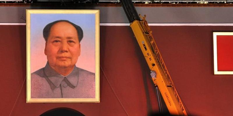 2014国庆徐工吊车助阵毛主席头像更换