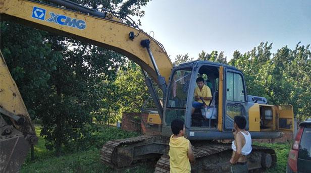 河南路友挖掘机办事 400-990-3710