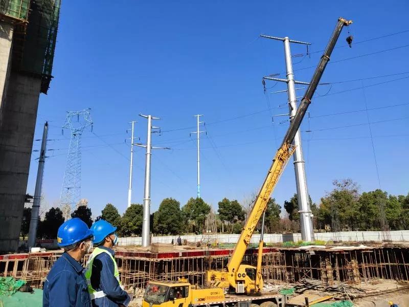 徐工吊车保障漯河供电公司施工安全和输电线路安全运行