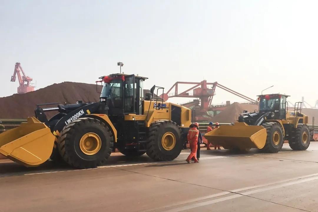 徐工LW1000KN大吨位装载机助力港口装卸作业