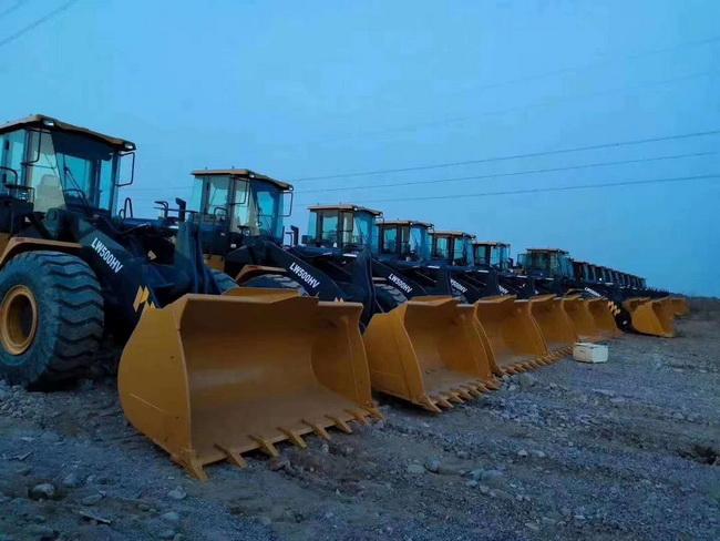 20台徐gong6吨大吨位装载机批量交付河南某集团公司