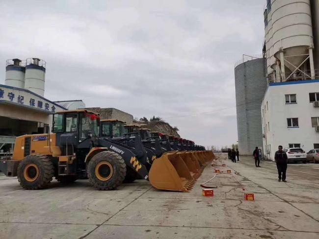 20台徐gong6吨大吨位装载机批量交付河南某集团客hu