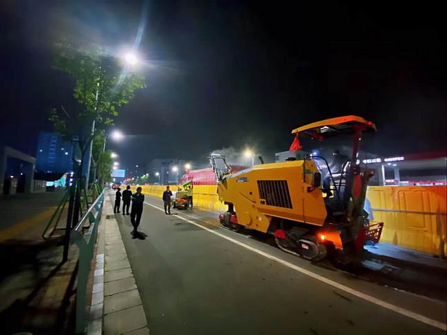 徐工XM1205F摊铺ji助力郑zhou蕏ing┌啬蟣u市政工程建设