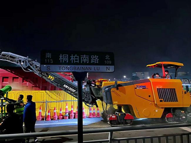 徐工XM1205F摊铺机助力郑州市桐柏南路市政工程建设